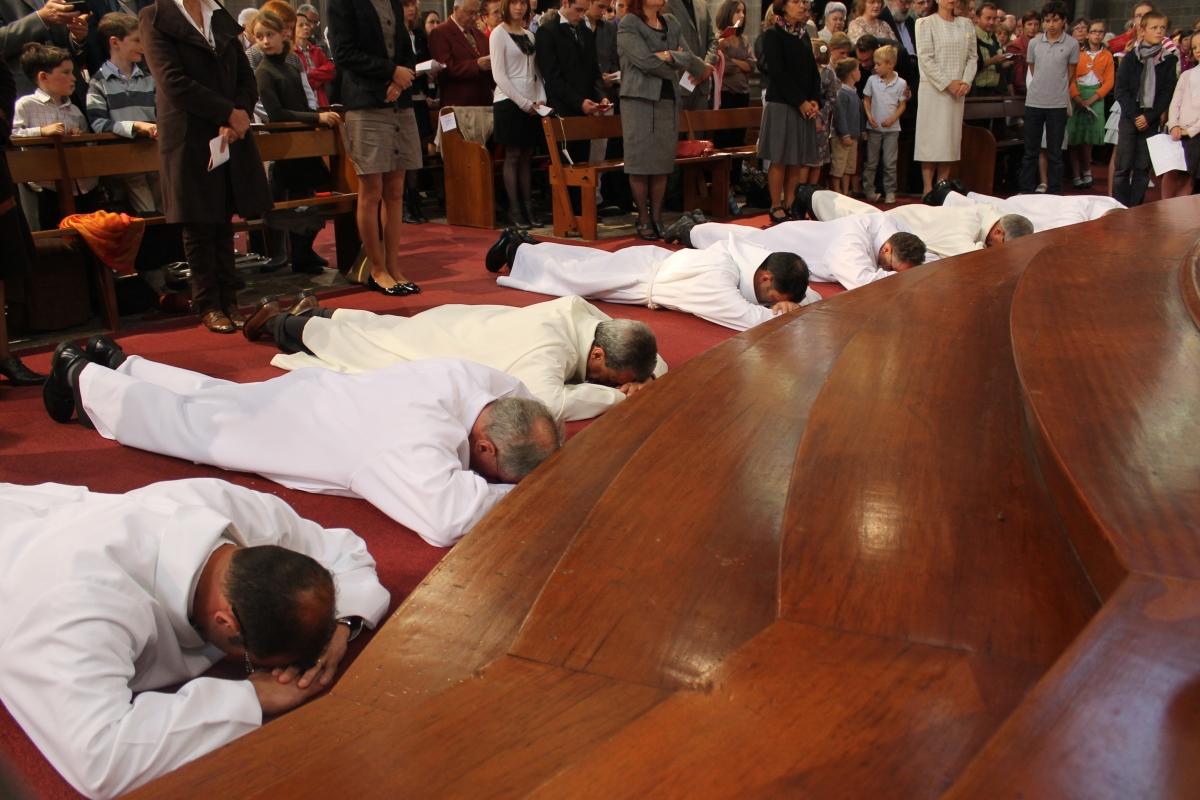 Ordination diacres diocèse de Vannes par Monseigneur Raymond Centène diaconat en Morbihan - Sacrement de l'ordre site des diacres et des épouses de diacre